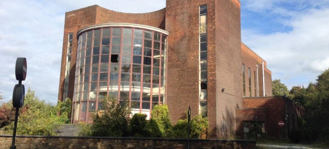 Se préoccupe-t-on encore de l'ancienne piscine Solvay à Couillet ?